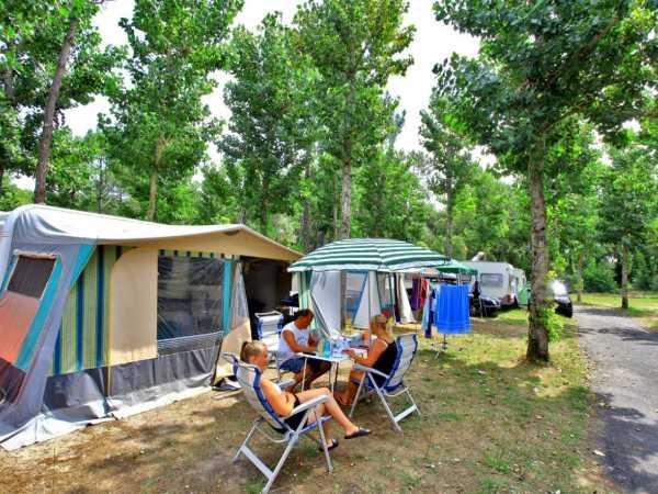 caravanes terrain de camping aquitaine france