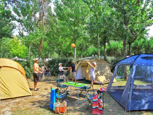 deux tentes emplacements de camping la cote landes